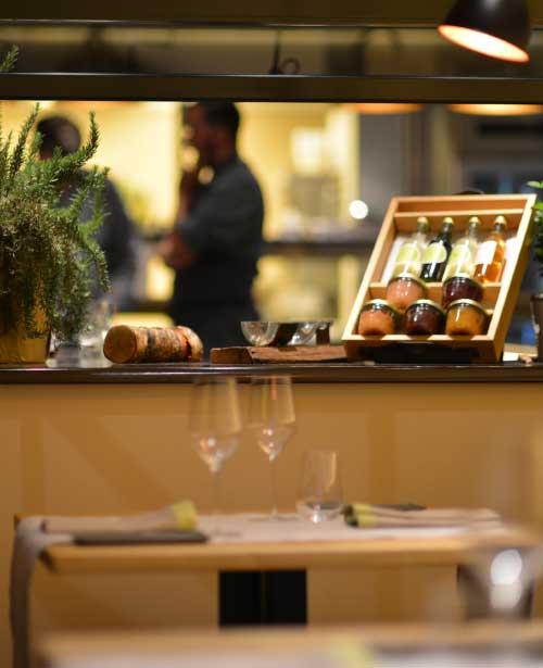 Stimmung gedeckter Tisch im Restaurant