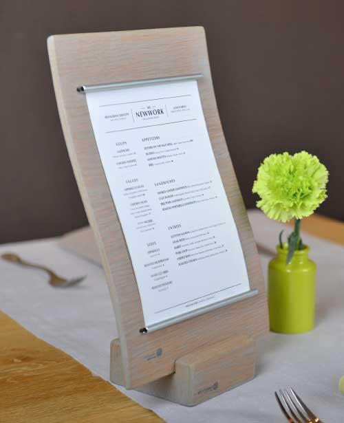 Klemmbrett Speisekarte auf dem Tisch